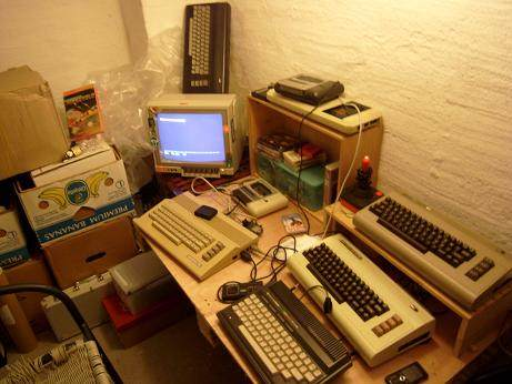 CSDb] - User Forums - photos of computer setups